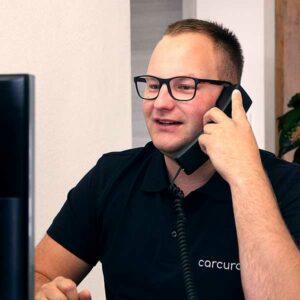 Portrait von Philipp Luger am Telefon, Kundenbetreuung